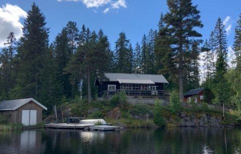 Hytta til Drammen Sportsfiskere ligger ved idylliske Vrangen  i Drammensmarka.