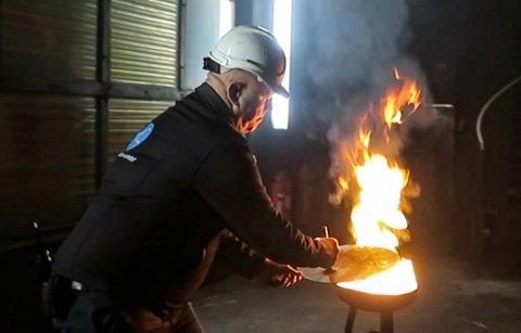 Det sikraste ein kan bruke for å kvele ein brann i ei feittgryte, er grytelokket.