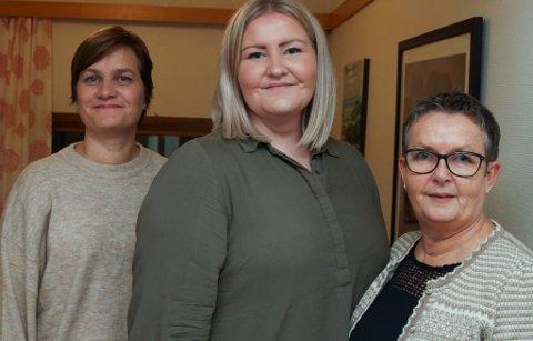 F.v. tenesteleiar Grete Apalseth, avdelingsleiar Henriette Haugholt og kreftkoordinator Eli Pedersen vil ruste opp rommet som pårørande til pasientar i den siste livsfasen brukar. Dei vil skape eit lunt rom som innbyr til ro og avslapping.