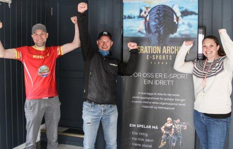 Fv. Frank Willy Djuvik, Roger Anzjøn og Carina Takle-Hillersøy blei veldig glade for å få tildelt 100.000 kroner frå Firdaposten til Operation Archery på Haffen.