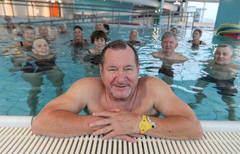 """WALTER """"PROSEDERER"""": Walter Høivik er talsmann for bassenggruppa. Dei har sendt brev til kommunen der dei klagar på det dei meiner er ei nedbygging av eit viktig kommunalt helsetilbod. Dei vil tvert om styrkje tilbodet."""