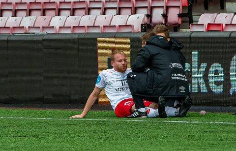 Groggy: Henrik Kjelsrud Johansen følte seg groggy i minuttene etter kamp. Heldigvis slapp spissen billig unna hendelsen med Kviks Chinoso Agu.