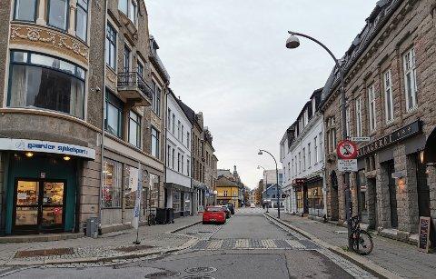 Gaarder Sykkelsport i Storgata har lukket dørene inntil videre. En ansatt er blitt syk, og butikken valgte å sette staben i karantene inntil prøvesvar er klare.