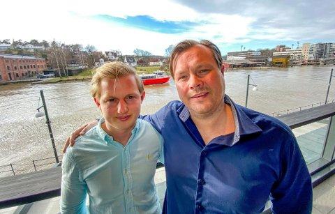 – Utrolig gøy å få Plankebærer'n for 2019, sier Stian Berntsen (t.v) og Terje A. Olsen.