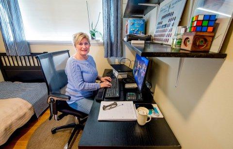 RUTINER: Jurist og saksbehandler Marianne Berrum holder på rutinene fra jobben i Nav, om enn i litt andre omgivelser.