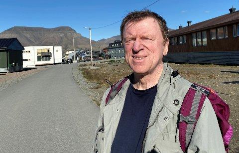 SVALBARD-VETERAN: Aksel Bilicz fra Lundheim er oversykepleier på sykehuset på Svalbard. Snart flytter han hjem til Fredrikstad etter 16 begivenhetsrike år i Longyearbyen. (Foto: Øivind Lågbu)