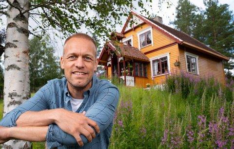 Mads Hansen er i skuddet som ny programleder for Farmen som tirsdag har sin premiere.