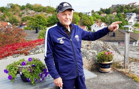 """Her på Gressviks """"tak"""" har Erik Eriksen bodd nesten hele sitt 90-årige liv. - Gressvik har forandret seg mye, fastslår jubilanten."""