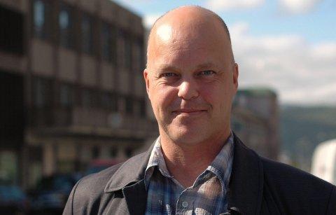 SLÅ SAMMEN: Kjetil Moe i Narvikregionens næringslivsforening er en av fire som nå har bedt departementet om at fylkesgrensen opphører slik at Ofoten, Sør-Troms, Lofoten og Vesterålen blir i en og samme region.Foto: Ole Petter Høgset