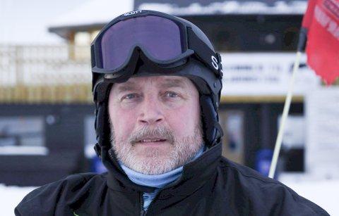 HJELPER GJERNE TIL: Frode Paulsen, pensjonert offiser fra Forsvaret, er blant de som hjelper til  og gjør viktig jobb i Fagernesfjellet.
