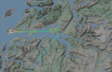 SVINGER: Her endrer flyet kurs, og flyr mot Bodø i stedet for til Evenes.