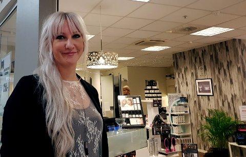 OPP Én ETASJE: Daglig leder Renate Andersen gleder seg til at frisørsalongen får nye lokaler.