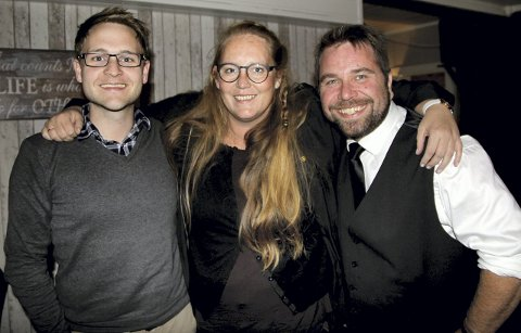LEDERTRIO: Lasse Juliusen (t.v.) er gruppeleder for Ap som fikk rent flertall i kommunestyret. Ordfører Lise Selnes har her varaordfører Lasse Weckhorst på sin høyre side.