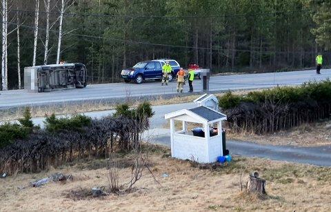 UTEN SKADER: De to som var i bilen slapp fra det uten skader, ifølge politiet. FOTO: RB-TIPSER