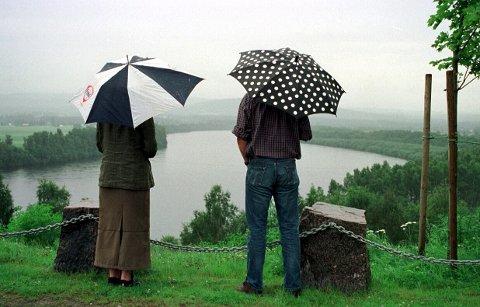 REGNTUNGT: Natt til lørdag og utover formiddagen blir det paraplyvær i distriktet vårt.