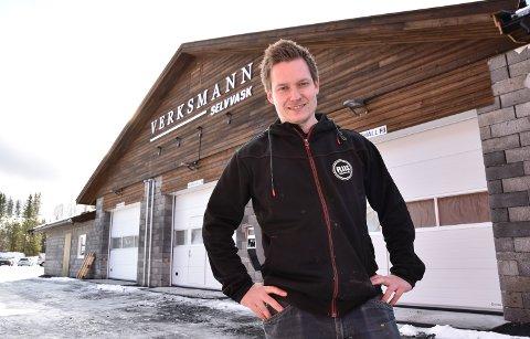 SELVGJORT ER VELGJORT: Øyvind Braaten sier selvvask av bil er den desidert beste måten å holde den ren på. Han har også en god del tips til hvordan holde bilen ren i kulda.
