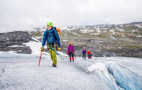 Iver Lund Aakre er gründer i bedriften Fyrst og fremst som guider turister på fjell- og breturer i Jotunheimen.