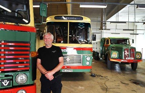 Helge Skjåk mangler bare en 8-10 kjøretøy før han har samlet alt av Ottadalen Kommunale Billag. Nå bygger han museum i Bismo i Skjåk for å få plass til alt sammen.