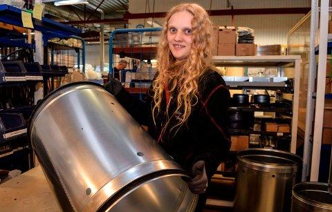 TRAKK VINNERLODDET: Madelen Ødegaard (26) fra Hov trakk vinnerloddet da koronaen kom. Etter flere år i Nav-systemet ble over natta en av de ansatte hos industribedriften Trox.