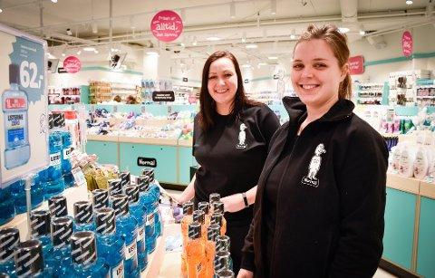FRA ÅPNINGEN: Butikksjef Lise Bjarttun og kollega Marthe Svendsen fra åpningsdagen til Normal i Hønefoss. Nå er butikken ønsket til Gran.
