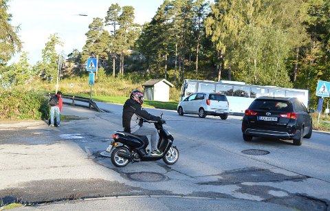 TETT TRAFIKK: Folkvang skole har søkt om midler til skolepatrulje i overgangfeltet i Hovsveien. Det er for å øke trafikksikkerheten for elevene.