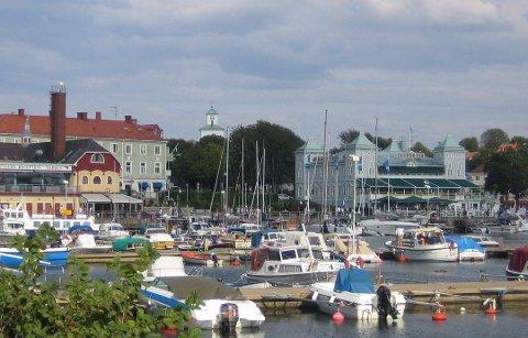 Mange nordmenn lengter tilbake til et Strømstad i sommerskrudd. Kommunen har så langt greid seg bra gjennom koronapandemien.