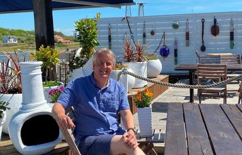 MYE JOBB: Det har vært lange dager for hotelldirektør Lars-Thörner Woie og hans medarbeidere. Mens nordmenn vanligvis utgjør en stor andel av gjestene som besøker Koster-hotellet, blir sommeren i år annerledes.