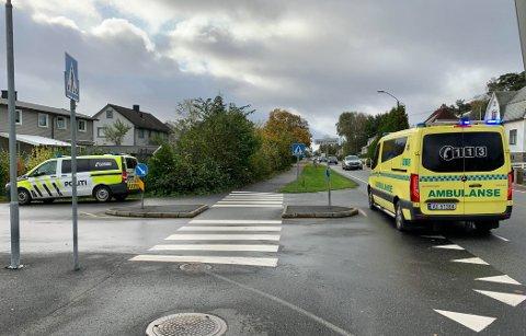 En person ble påkjørt i dette gangfeltet på Gressvik mandag formiddag. Storveien (til høyre i bildet) er en forkjørsvei. Gangfeltet krysser Bedriftsveien.