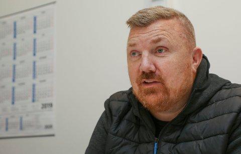 MISTET ET ØYE: Arvid Horn fra Kopervik lever i dag et helt normalt liv, og selv øyeleger har problemer med å se at det er det venstre øyet som ikke er ekte. – Jeg har vært heldig, men skulle helst vært ulykken foruten, sier han.