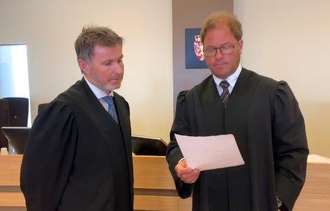 Aktor og forsvarer: Politiadvokat Bjarte Myklebust (t.v.) er aktor i saken mot tysværmannen, som forsvares av advokat Odd Arild Helland.