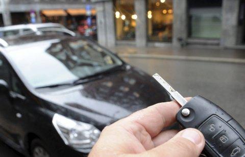 2.000 FØRERPRØVER: Over 2.000 tar «lappen» i året i fylket, for også å kunne sette seg bak rattet på egen hånd.