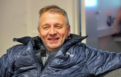 MISTER DIREKTERUE: Svein Sjøveian har vært interessert i fly hele livet. Han brenner for å få en direkteflyrute hele året mellom Lakselv og hovedstaden.