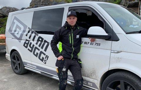 HJEMME BEST: Sigve Helstø har bodd mye sørpå, og i Alta. Men hjemme i Havøysund er best, og her startet han også bedrift i 2018.