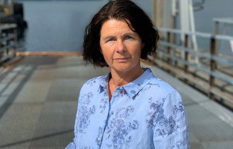 Ordfører i Vevelstad kommune, Torhild Haugann (Sp). Her på fergeleiet i Stokkasjøen.