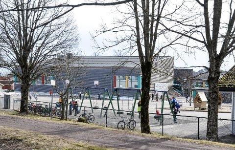 Alle elever i 6A og 6B må i karantene i 10 dager etter at en lærer ved Ekeberg skole er smittet av Covid-19.