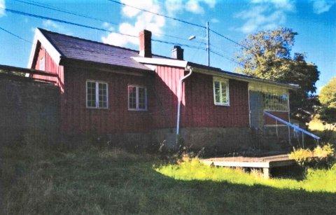 PLANLEGGER Å RIVE: Det er dette huset på Jomfruland hovedgård som ønskes rivd og erstattet.