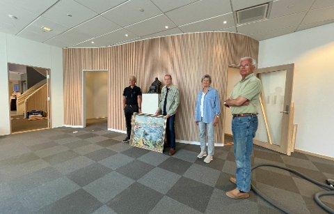 SAMARBEID: Jon Guste-Pedersen ved Skagerrak Sparebank sammen med Tore Juell, Ragnhild Skaug og Sverre Okkenhaug ved Kragerø faste billedgalleri.