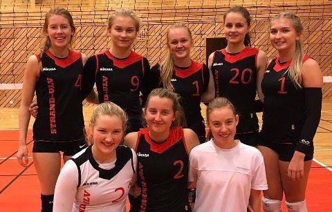 Strand-Ulv sitt jentelag i U19 tok førsteplassen i den første serierunden i helga. (Foto henta frå Facebook-gruppa «Volleyball i Hordaland»).