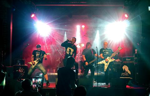 PLATESLIPP: Perfect NME slapp plate på EnergiMølla lørdag. Det var første show på denne scenen med publikum i salen på månedsvis.