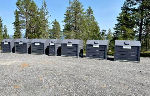 FØRST UTE: De første containerne for kildesortering av avfall er på plass på Blefjell.