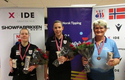 Til topps: Andrea Hansen (til venstre) tok gull i singel og sølv i dobbel under årets norgesmesterskap. Her sammen med Åse Jacobsen og Janne Monsen.