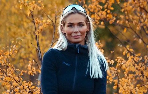 Malin Svimbil bruker mest mulig tid ute i naturen. Tur-opplevelsene fra Lofoten har fått stor oppmerksomhet på videodelings-appen TikTok.