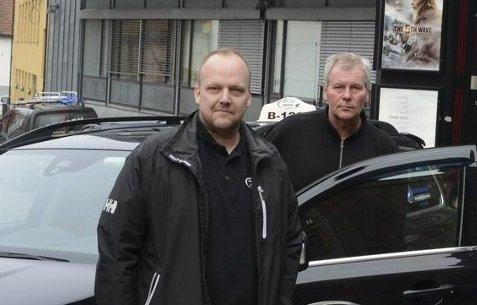 FORNØYD: Daglig leder i Moss Taxi, Tom Erik Lund (tv) var godt fornøyd med dagens gratis-kino.