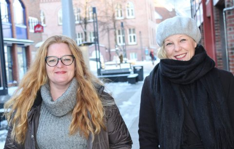 MOBILISERER: Marita Toverud (t.v.) og Ann May Martinsen lager 8. mars-tog i Moss og håper på god oppslutning.
