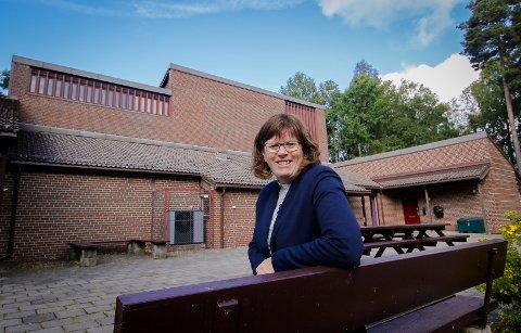 DÅP: Sogneprest Jeanette Frantsen ønsker velkommen til drop-in-dåp i Ekholt kirke.