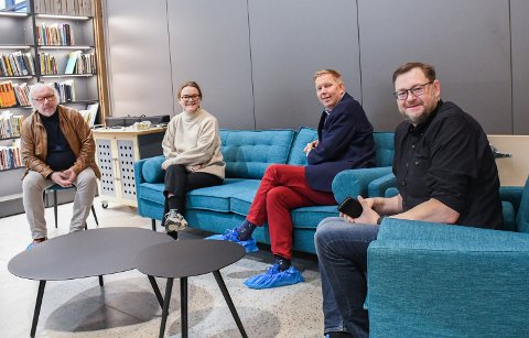VRIMMEL: Andreas Kullerud Skaugen fra Trøndelag fylkeskommune, festivalsjef Maren Grønli Berg, ordfører Amund Hellesø og kultursjef Tom Antonsen gleder seg til Vrimmel festivalen starter 19. oktober.