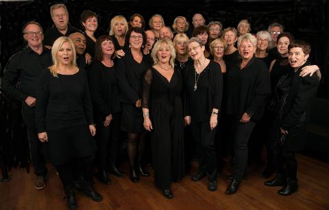 Østensjøsangerne inviterer til en litt annerledes julekonsert i Manglerud kirke 7. desember