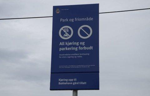 PARKERINGSFORBUD: Bak Abildsø sykehjem kunne man tidligere parkere på en plass som egentlig var friområde. Nå er det forbudt. Arkivfoto