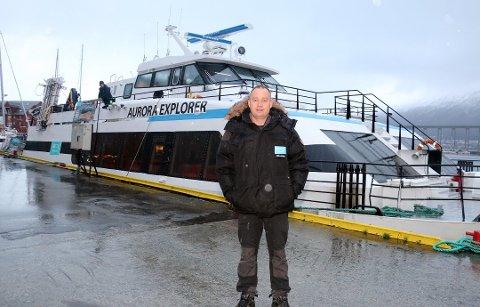 TROMSØ-SELSKAP: Arctic Explorer AS eies og drives av Stein-Are Blæss Paulsen. Her er en avbildet foran den aktuelle båten i forbindelse med en annen sak i Nordlys. Arkivfoto: Ragnhild Gustad