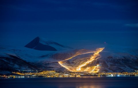 VIL LYSE ENDA STERKERE: Alle lampene i Tromsø alpinpark skal byttes ut i løpet av sesongen. Det blir mulig fordi SpareBank 1 gir 675.000 kroner til formålet.